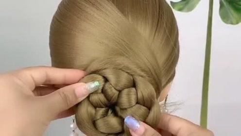四十岁的女人上班见客户发型这样扎,简单又大方