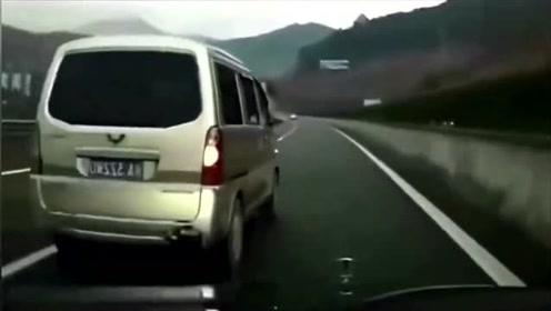 """这才是真正的""""五菱神车"""",要不是视频,不知道还有这种操作!"""