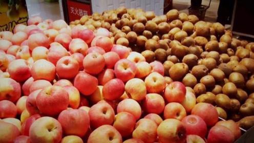 日本游客来中国旅游,看到超市的水果感叹:生活在中国好幸福!