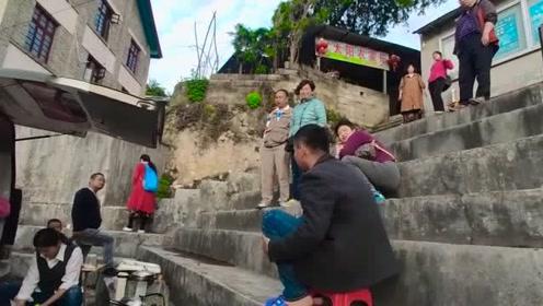 河南小夫妻穷游中国,景区做饭,旅游开销太大,几天就花了2万元