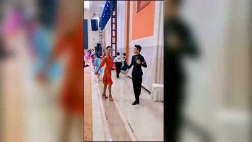 墨茉组合获得14岁精英组冠军,难以抵挡的男主角魅力 #拉丁舞# #王崇墨李茉晗#