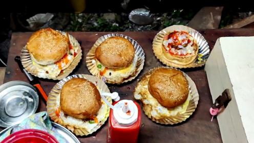 印度街头爆款美食:巨型鸡蛋汉堡!一份还不到2块钱,好吃又好玩