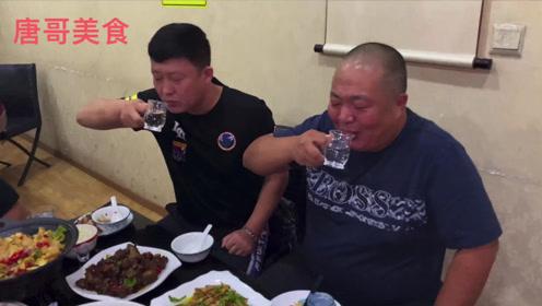 乡村卤菜土菜馆,牛肉120元一斤,板栗烧土鸡,五个人喝一箱酒