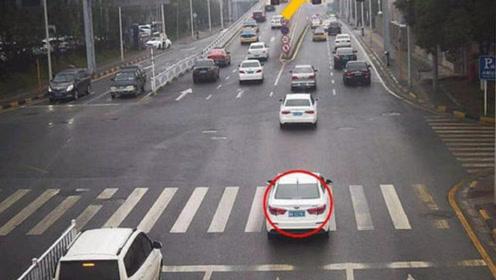 开车不小心闯红灯到达路中间,是继续走还是倒退?再说最后一遍