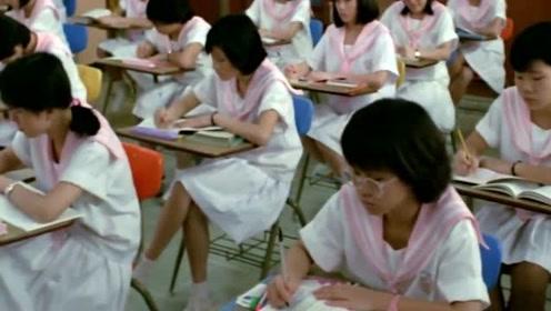 女学生恶搞老师被发现,遭到老师无情对待,开