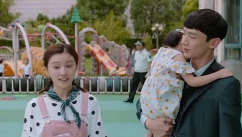 小伙穿女仆装,在这个氛围看着好幸福,严重怀疑他拿的是女主剧本