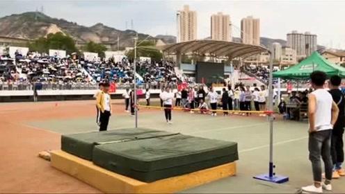 深圳一中学做体育评测,学生们果然没有让老师失望,这么大个头白长了!