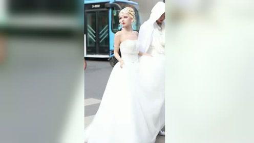 街拍  每个女人都有一个公主梦吧,她活成自己想
