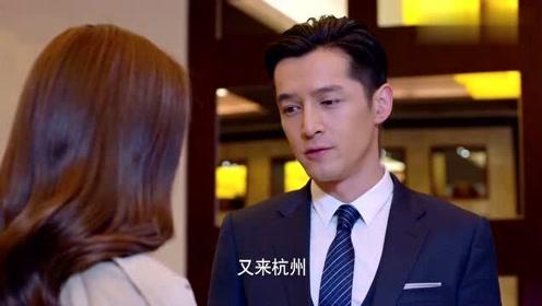 男子出电梯时偶遇前女友,激动得急忙扒开电梯门,上前跟前女友聊天