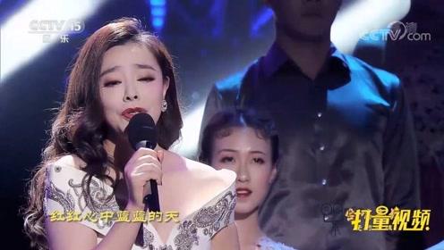 钟丽燕演唱经典歌曲《追梦人》,甜美的嗓音,