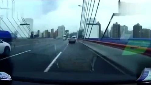 行车记录仪:路上拍下的严重车祸,把视频车吓得口齿不清
