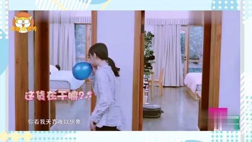 张恒在房间里唱儿歌,郑爽爱玩气球,真是一对