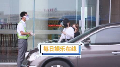 今日戚薇北京到达。长沙节目录制完成啦~