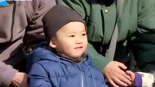 故事大王王凯上线 小区公园给小朋友讲故事好开