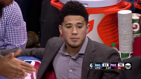 【花絮】篮球卡在篮架子上怎么办?阿里扎意外举动气得艾顿直挠头
