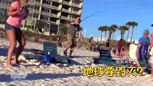 用假蜘蛛恶搞沙滩美女 配音