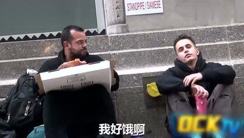 社会实验:落魄小伙街头讨饭 慷慨相助的竟是一位流浪汉…
