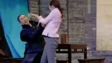 秦岚表演中遭身后男演员袭胸 毫不客气怒扇耳光
