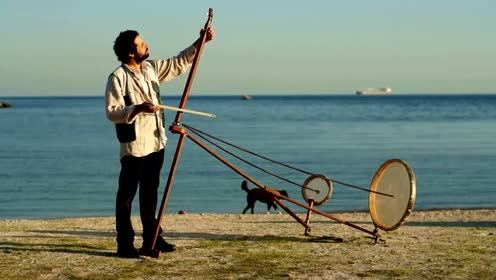 震撼双耳,一种自带电子音效果的原声乐器,海边演奏