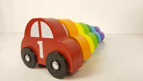 把彩色积木小汽车放进对应的停车库 佩奇小车车