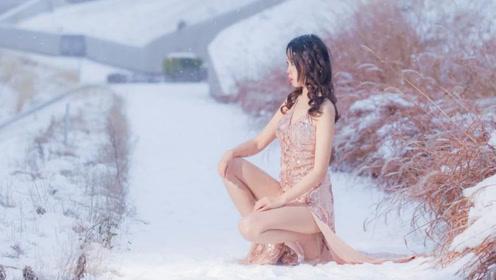 大长腿美女雪地里跳舞,估计没几个人有这勇气