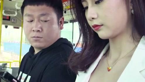 陈翔六点半:小伙居然在公交车上对美女做这种事?连大妈都看不下去了
