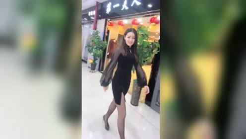 我们商场的女主管,短裙搭配高跟鞋,每天都是这么有气质!