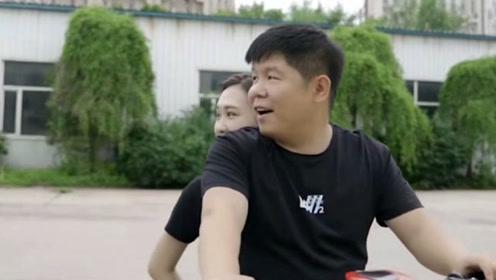 农村小伙带团队拍搞笑视频创业,靠才华吃饭被30多万网友认同