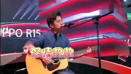 中国好声音录制休息间隙周杰伦搞事情,李健上台首秀英文歌