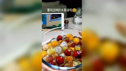 这样晶莹剔透的水果球,刚上桌就被一抢而空了!