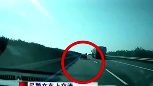 视频车司机爆胎还跑一百多,民警着急喊停反被怼怼,这是怎么回事?