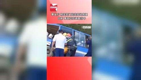 公交车与重型货车迎面相撞,2死16伤,现场惨烈!