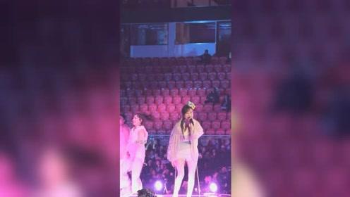 曾经很红的王心凌开演唱会,感觉安保人员比粉丝还要多一样,感觉好尴尬啊!