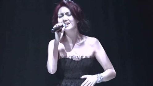 杨千嬅的这首歌曲风超级像音乐剧,讲述悲中带喜的一个故事。