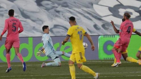 集锦-本泽马中框,西甲皇马爆冷0-1升班马加的斯吞首败