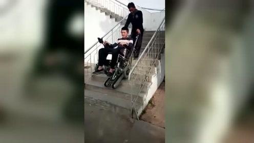 客户反馈爬楼轮椅视频