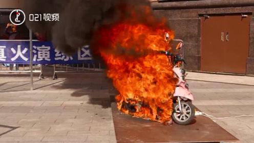021视频 | 电动自行车起火有多可怕?沪消防员现场演示电动车火灾过程