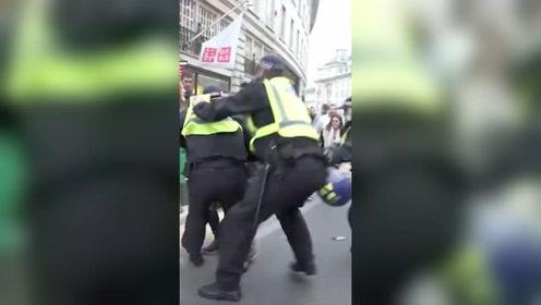 英國倫敦爆發反防疫游行 上百人被捕
