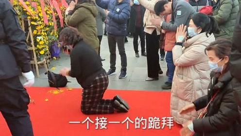 实拍湖南韶山发生的真人真事,缅怀毛主席诞辰一百二十七周年,跪拜泪目!
