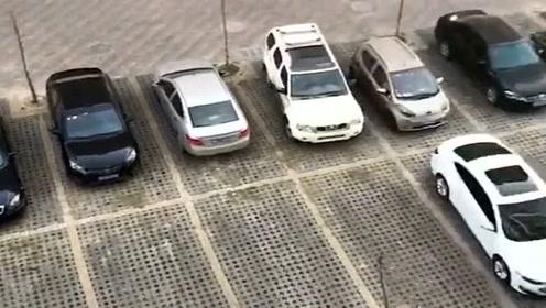 石家庄小区的一幕,看停车位上的汽车就知道,大家都在配合疫情防控!