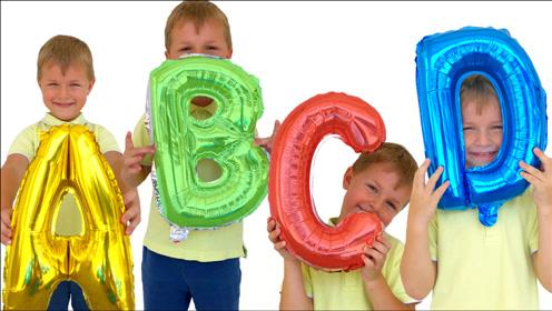 萌宝在家吹气球认识字母,小朋友们一起来唱字