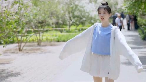 陈小纭和江映蓉去北京天坛公园赏花游玩