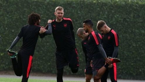 积极备战英超新赛季 奥巴梅扬面带笑容 阿森纳最新训练集锦