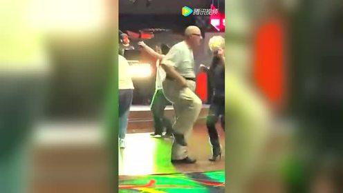 这样跳舞谁受得了,太性感了