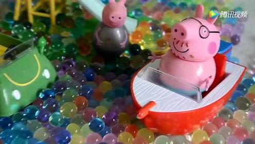 早教玩具 小猪佩奇和乔治在海洋球飞艇里面玩的好开心呀
