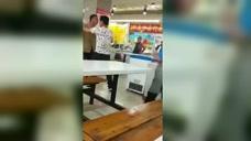 实拍:吉林男子在饭店喝酒吃饭,嫌弃小孩儿吵闹