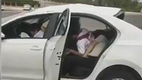 駕校教練開車出車禍致2名學員身亡,家屬:都沒人聯系我們,人都在太平間了