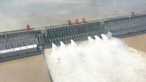 """現場航拍!""""長江2020年第2號洪水""""平穩通過三峽大壩"""