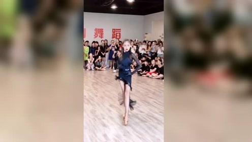大长腿徐佳钰,演绎拉丁舞,气场很大哦,