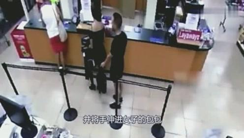 短裙美女正在排队,身后男子掏出手机凑了过去,下一秒让人无语!